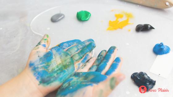 Enfant & allergie : quels sont les allergènes cachés de nos loisirs créatifs ? peinture au doigt