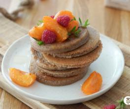 Pancakes sans gluten sans lait ni lactose et poêlée d'abricots