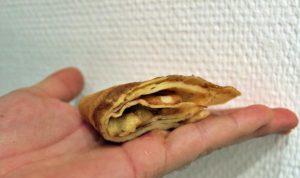 Samoussas de crêpes sans gluten, pommes et caramel au beurre salé - vue côté