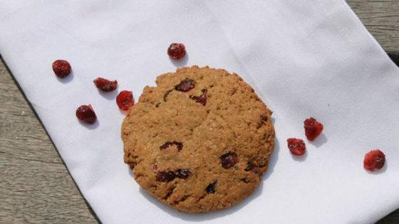 Recette cookies thé vert et cranberries sans allergènes majeurs - Les Ateliers de la Veggisserie