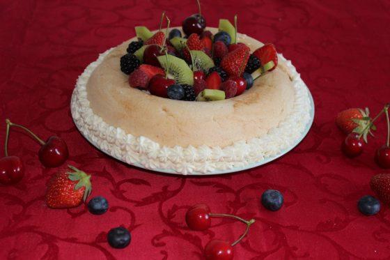 Pavlova sans gluten - la recette d'un dessert frais, fruité et exotique
